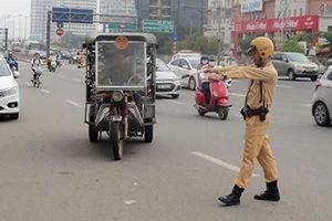 Xe ba bánh tự chế vẫn 'tung hoành' trên các tuyến phố