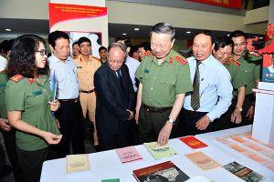 Bộ Công an phát động phong trào đọc sách trong Công an nhân dân