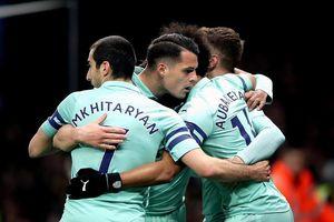 Thắng may Watford, Arsenal trở lại tốp 4 Premier League