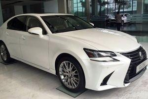 Bắt cặp đôi trộn tiền âm phủ vào tiền thật để mua ôtô Lexus