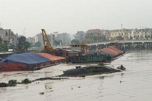 Hải Phòng: Chìm sà lan chở than gây ách tắc giao thông trên sông Tam Bạc