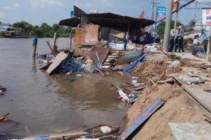 Cần Thơ: Ghe chở 80 tấn gạo bị chìm xuống sông