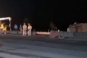 Bị xe đầu kéo tông, 5 người đi nhận hài cốt liệt sĩ bị thương trong xe con