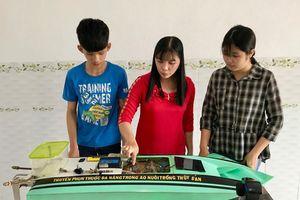 Học sinh chế thuyền phun thuốc đa năng