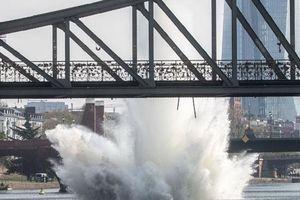 Bom từ thời Thế chiến 2 nổ trên sông ở Đức