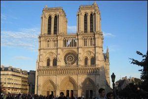 Vẻ đẹp tráng lệ, nguy nga của nhà thờ Đức Bà Paris trước khi bị cháy