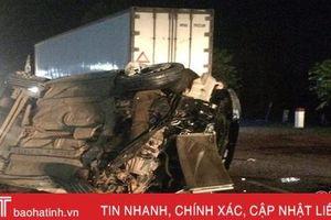 Xe đầu kéo đâm xe Hyundai, nhiều người thoát chết trong gang tấc