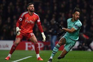Arsenal thắng sít sao, Man Utd bị người cũ báo hại