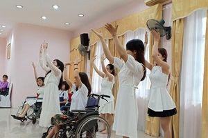Ảnh + clip: 9 thí sinh tới Hà Nội, bắt đầu hành trình tập luyện để tỏa sáng