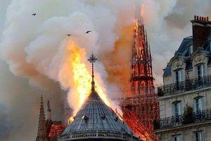 Người dân Paris bật khóc khi chứng kiến 'Trái tim nước Pháp' quặn quại trong biển lửa