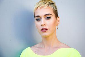 Katy Perry quyết định nuôi lại tóc dài khiến fan mừng rơn - Cô ấy cần 'đổi vận flop'?