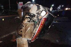 Xe đi nhận hài cốt liệt sĩ bị container tông lật nhào trên đường