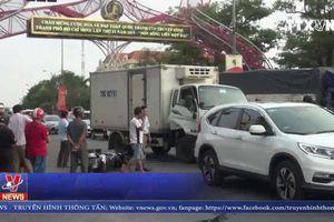 Xe tải gây tai nạn với nhiều xe đang dừng đèn đỏ ở Quảng Bình