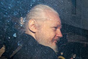 Ecuador tố Julian Assange sử dụng ĐSQ nước này hoạt động tình báo
