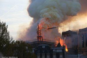 Tổng thống Pháp thề xây dựng lại nhà thờ Đức Bà, nhưng chuyên gia cảnh báo điều tồi tệ