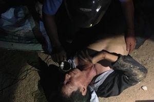 Cầm súng điện đi bắt trộm chó, nam thanh niên bị đánh bất tỉnh