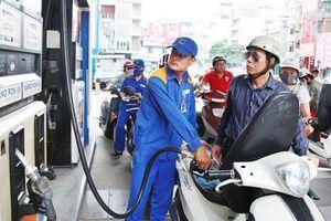 Xăng dầu tiếp tục tăng giá 'sốc'