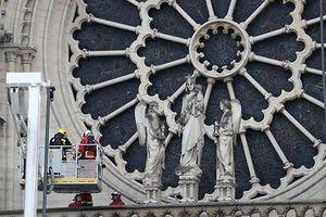 Cảnh sát thẩm tra công nhân tu bổ Nhà thờ Đức Bà trước vụ cháy