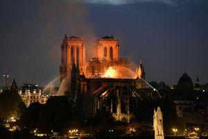 Cháy Nhà thờ Đức Bà (Paris, Pháp): Đau lòng trước một biểu tượng văn hóa và kiến trúc