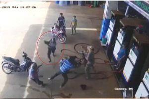 Đắk Lắk: Trưởng Công an xã bị đâm liên tiếp khi làm nhiệm vụ