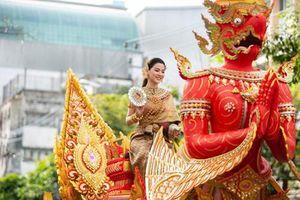 CĐM náo loạn với nhan sắc cực phẩm của 'nữ thần Thungsa' trong Tết té nước