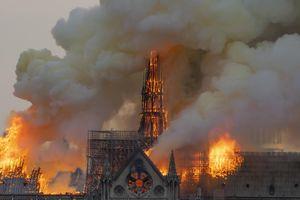 Lửa thiêu nhà thờ Đức Bà Paris