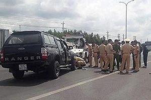 Tài xế xe bán tải dùng búa tấn công người dân, đâm chiến sĩ CSGT tử vong