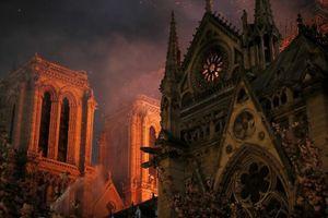 Ông Macron cam kết phục dựng nhà thờ Đức Bà Paris sát nguyên bản sau hỏa hoạn