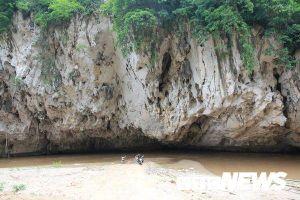 Bí ẩn 'Hang Ma' nơi đàn cá đen sì, to như cột nhà, lừ đừ trong hang