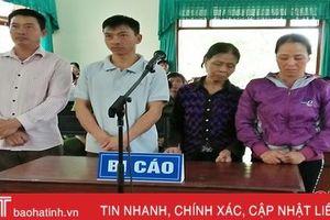 Hà Tĩnh: Chống người thi hành công vụ, 4 mẹ con dắt nhau hầu tòa