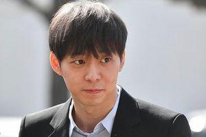 Park Yoo Chun trình diện cảnh sát vì cáo buộc sử dụng ma túy