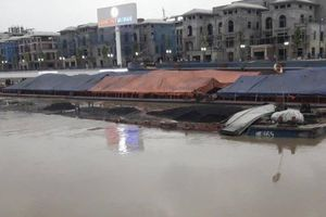 Cấm tàu thuyền lưu thông qua sông đào Hạ Lý để trục vớt sà lan bị đắm