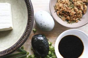 Cư dân mạng Trung Quốc 'ném đá' vì Ý dán nhãn trứng muối là 'không ăn được'
