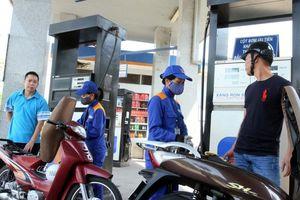 Giá xăng RON95-III tăng 1.484 đồng/lít