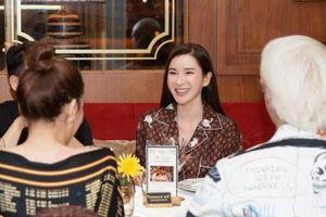 Hồ Ngọc Hà và nữ tỷ phú Jamie Chua chia sẻ bí quyết làm đẹp
