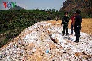 Dân Lai Châu lập chốt ngăn đường xe chở rác vào bãi