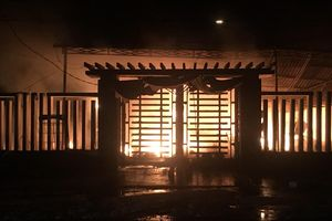 Quảng Nam: Cháy cửa hàng tạp hóa trong đêm, thiệt hại hàng tỷ đồng
