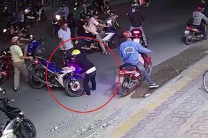 Vừa lấy cắp xe máy, tên trộm gây tai nạn rồi bỏ chạy