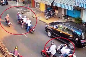 Cho trẻ em ngồi, đóng giả người tai nạn nằm trên đường để dàn cảnh cướp tài sản