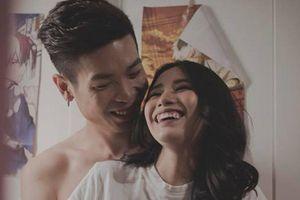 Linh Miu tung bộ ảnh 18+ hé lộ cuộc sống với bạn trai kém 2 tuổi