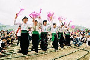 Đặc sắc nghệ thuật xòe Thái