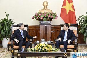Thứ trưởng Ngoại giao Lê Hoài Trung tiếp nguyên Bộ trưởng Ngoại giao Hàn Quốc