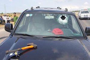 Vụ ép xe khiến CSGT tử vong: Tài xế xe 'điên' từng ném bom khói vào ngân hàng
