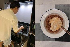Ân cần vào bếp nấu ăn cho Hari Won đi làm về khuya, ai ngờ Trấn Thành lại bị nghi... mặc quần của vợ