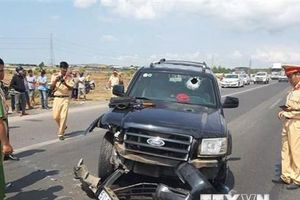 Cảnh sát giao thông qua đời vì bị tài xế xe 'điên' ép xe ngã