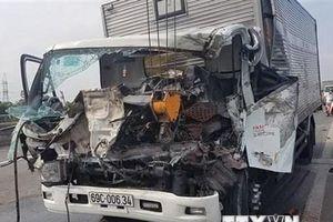 Tai nạn trên đường dẫn ra cao tốc, 3 người thương vong