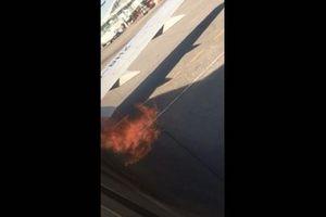 Động cơ Boeing 737 bốc cháy ngùn ngụt trước khi cất cánh