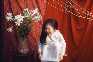 Loạt ảnh tạo dáng kiểu 'Thiếu nữ bên hoa huệ' siêu cấp đáng yêu của cô bé 5 tuổi đốn tim cộng đồng mạng
