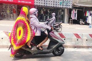 Hết hồn với 'style Ninja' trong ngày nắng nóng đỉnh điểm ở Sài Gòn