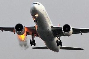 Động cơ Boeing 737 phụt lửa khi chuẩn bị cất cánh ở Nga